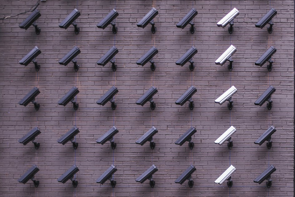 http://rnscomputers.ca/image/cache/catalog/services/Security%20cameras-1000x667.jpg